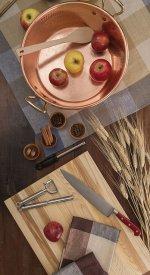 Nóż na blacie kuchennym